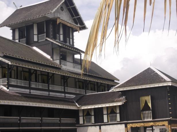 Istana Lama Seri Menanti - Side Profile