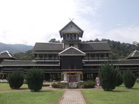 Istana Lama Seri Menanti (Frontal View)