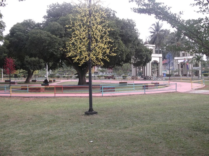 Park at Tanjung Emas, offering shade and shelter by the riverfront