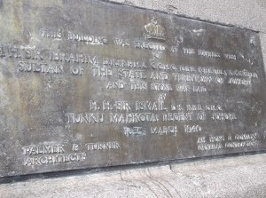 Commerative plaque of Bangunan Sultan Ibrahim.@ All rights reserved)