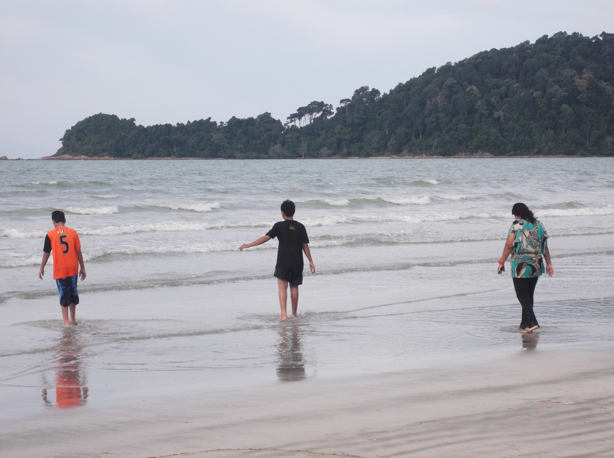 Off The Beaten Track - Beach Fishing at Tanjung Resang, Endau