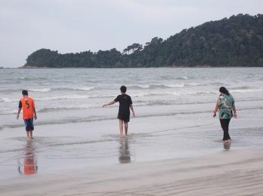 Inviting Sea