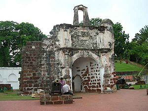 The last remaining gate of Porta de Santiago, A Famosa (source : wikipedia.org)