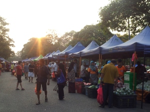 The morning sun shining in on early Pasar Tani shoppers. (@all rights reserved)