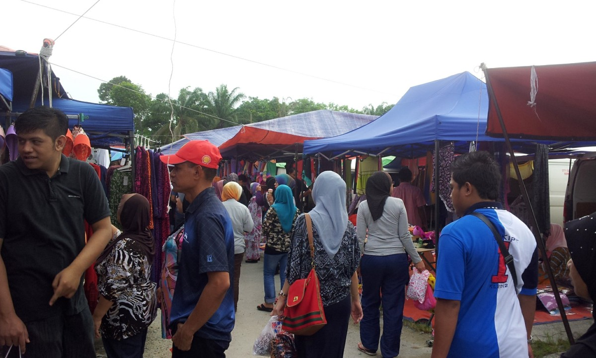 The Thursday Day Bazaar of Ulu Tiram (A Wholesalers' Mart)