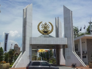 The main entrance of Istana Maziah, where the royal family of Terengganu resides. (@all rights reserved)