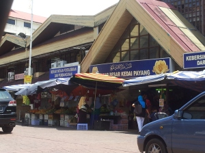 The Pasar Besar Kedai Payang, a long standing landmark of KT where people go to shop for Terengganu batik, brassware, and other forms of handicrafts. Still open for business, it does not dominate the neighbourhood as it once did. (@ all rights reserved)
