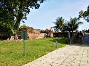 The grounds of Fort Cornwallis. (photo credit : Shah Said ; @ all rights credited)