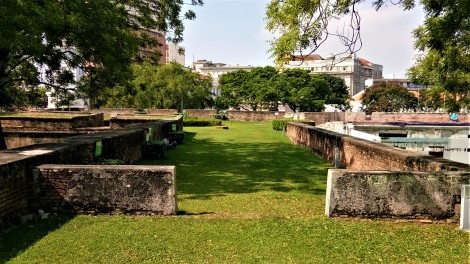 The protected walkways of Fort Cornwallis. (photo credit : Shah Said ; @ all rights reserved)