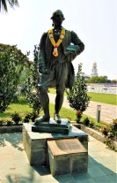 The statue dedicated to the memory of Sir Francis Light. (photo credit : Shah Said ; @ all rights reserved)