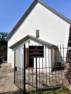 The chapel that Sir Francis Light built, and the first recorded marriage solemnized was that of his widow, Martina Rozells, in 1799, to a John Timmers.. (photo credit : Shah Said ; @ all rights reserved)