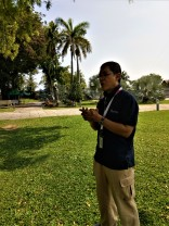 Zul Harris, licensed tourist guide, narrating the stories of Fort Cornwallis to visitors to the fort. Contact us for Zul Haris' contact details. (photo credit : Shah Said ; @ all rights reserved).